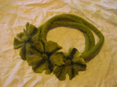 Un bandeau fleuri, composé par notre Lady Laine