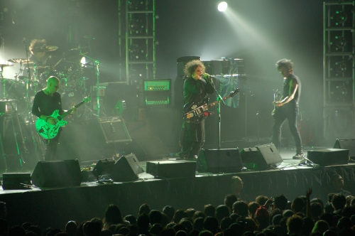 The_Cure_Live_in_Singapore_2-_1st_August_2007.jpg