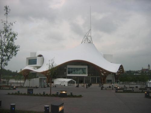 jean dorval pour ltc arts,ltc arts,le 23 septembre 2011,le centre pompidou-metz,a accueilli,son millionième visiteur,en 16 mois,moselle,metz,lorraine,france,art contemporain,art moderne,expositions,erre,variations labyrinthiques,ronan & erwan bouroullec,bivouac