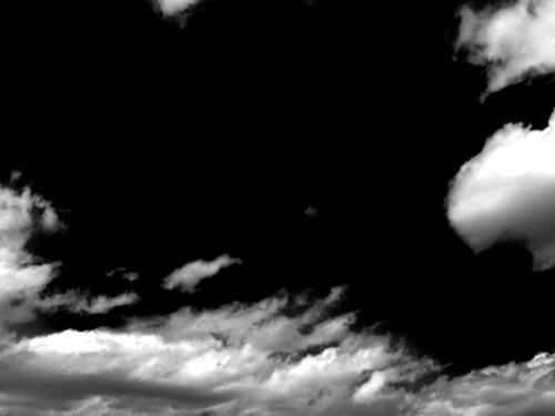 nuages-en-noir-et-blanc.jpg