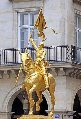 Jeanne_d'Arc_in_Paris,_Place_des_Pyramides_-_France_-_4_July_2014.jpg
