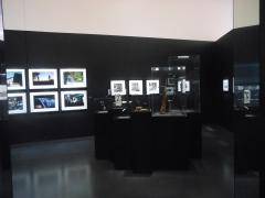 """""""vol de photos à l'étalage au centre pompidou-metz !"""",centre pompidou-metz (cpm) organise du 26 février au 9 juin 2014,à son tour,une exposition sur les paparazzis,dans sa galerie 3,baptisée """"paparazzi ! photographes,stars et artistes."""",l'esthétique paparazzi,viktoria binschtok,tazio secchiaroli,ron galella,pascal rostain & bruno mouron,william klein,gerhard richter,richard avedon,raymond depardon,yves klein,cindy sherman,malachi farrell,alison jackson,kathrin günter,andy warhol,le commissaire de l'expo,clément chéroux,les paparazzis,une expo sur les paparazzis,xpo,exposition,regards sur l'école de paris,au musée de la cour d'or à metz,claire garnier,co-commissaire d'exposition,interview,pleins """"phares"""" sur le cpm !,centre pompidou-metz,phares,pablo picasso,jean dorval,jean dorval pour ltc arts,juan miró,yan pai-ming,fernand léger,anish kapoor,galerie talents d'art,à metz,les phares,charles baudelaire,""""la fiancée aux seins nus."""",arne mattson,""""elle n'a dansé qu'un seul été."""""""